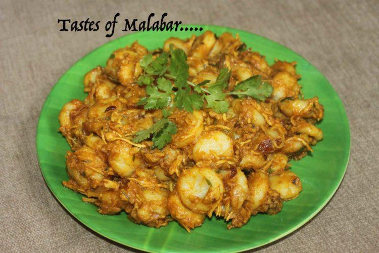 Kakka Rotti/ Steamed rice dumblings in chicken gravy