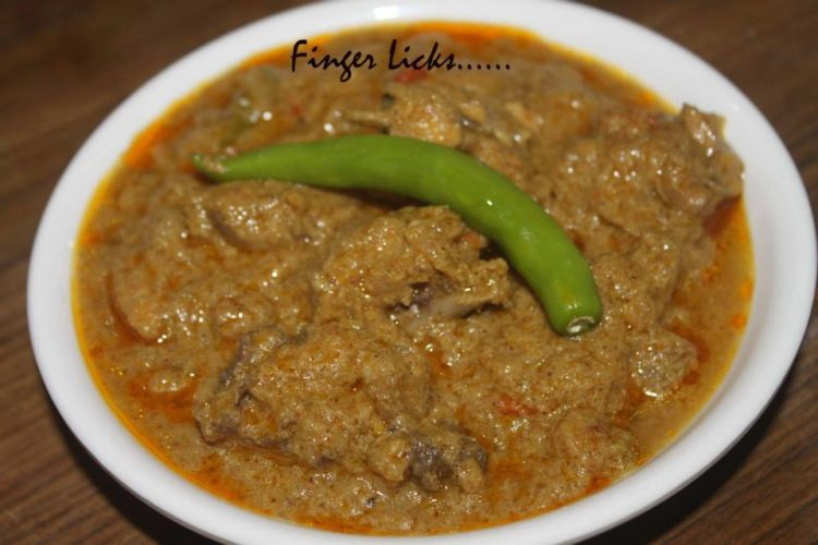 Thenga Aracha Chicken Curry/ Chicken Curry in Coconut Paste